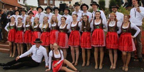 Kirmes in Neuhof – Tanz auf dem Kirchplatz – Viele Besucher