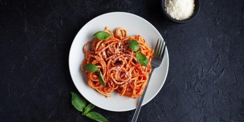 Schnelle und leckere Rezeptidee: Starkoch Jamie Oliver verrät: Diese einfache Tomatensoße ist in drei Minuten fertig