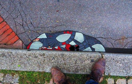 Artista francês Ememem embeleza ruas preenchendo buracos com mosaicos coloridos - FTCMAG