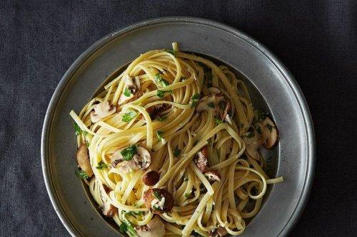 Nigella Lawson's Linguine With Lemon, Garlic & Thyme Mushrooms