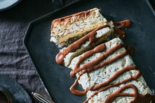 Nigella Lawson's Meringue Gelato Cake with Chocolate Sauce