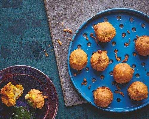 Cheesy Potato Balls (Cheesy Alu Banda)