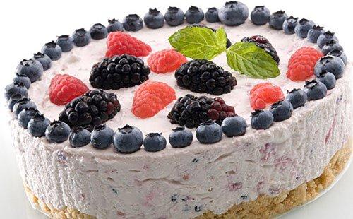 Creamy Cold Berry Cake (No-Bake Dessert)
