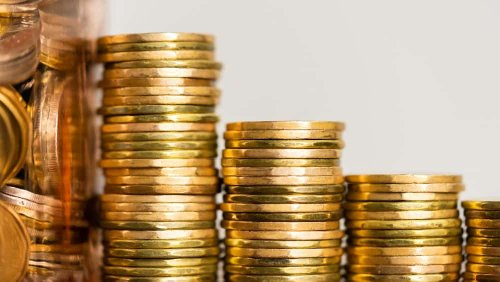 Loonie Hits 4-Year High: 2 Stocks That Could Benefit | The Motley Fool Canada