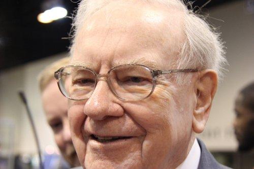 71% of Warren Buffett's Portfolio Is in These 5 Stocks