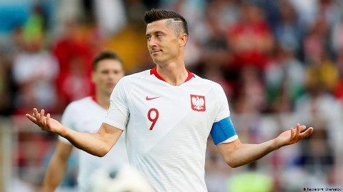 Lewandowski smashing phone in Poland's Euro training session