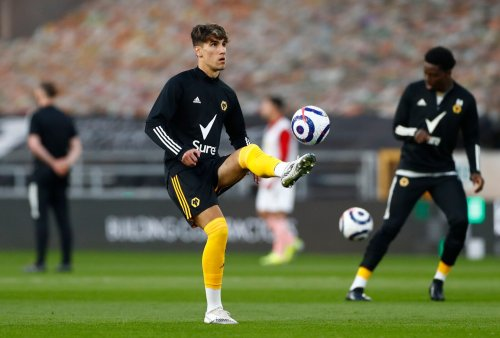 Sheffield Wednesday transfer hurdle played down as Wolves watch player situation unfold