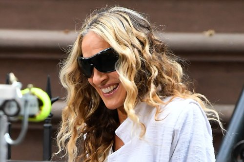 Sarah Jessica Parker Models a Jumpsuit & Chunky Clogs With a Helping Hand from a 'Hot Fella' on Set