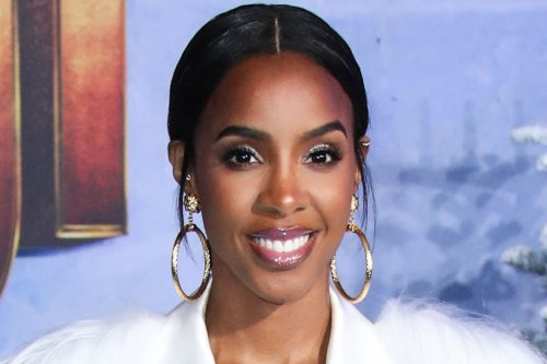 Kelly Rowland Hits the Beach in a Daring Snakeskin Bathing Suit & a Trending Anklet