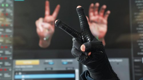 The StretchSense Motion-Capture Glove Will Enable The Metaverse