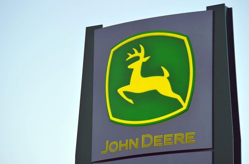 After An 11% Fall Deere Stock Looks Undervalued