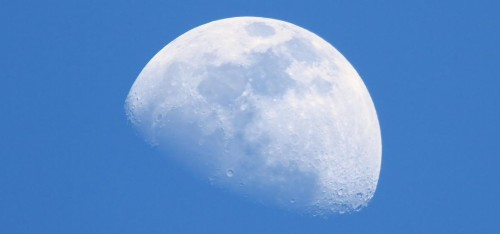When You Can See The Moon In The Day This Week (And Why)
