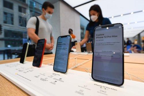 Apple Loop: Massive iPhone Security Warnings, Apple Watch Problems, Doomed iPhone Mini