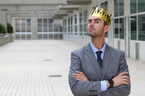 Here Are 5 Warning Signs Your Boss Is A Narcissist
