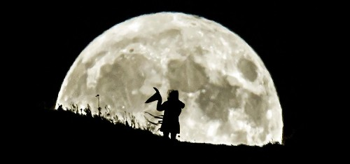 In Photos: Halloween's 'Blue Moon' Spooks Sky-Watchers And Sets-Up The 'Beaver Moon Eclipse'