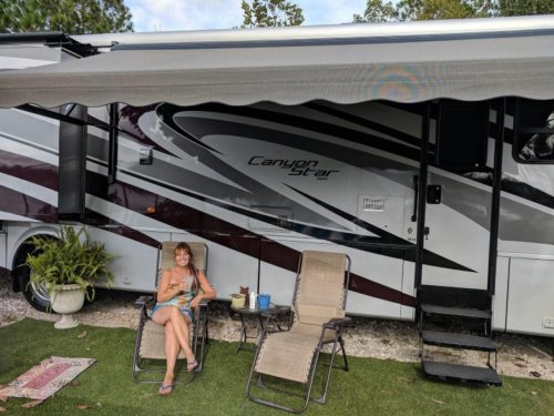 This Woman Quit Her Job To Live In An RV And Travel. Here's How You Can Do It, Too