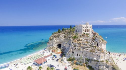 7 Of Italy's Most Affordable And Beautiful Beach Resorts