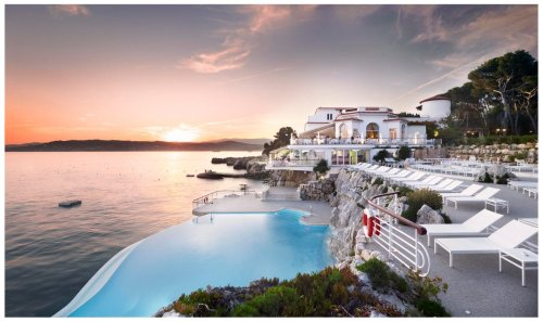 Legends Of Luxury: Four Historical Hotels