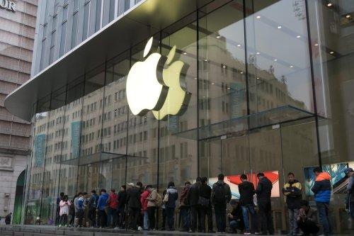 Apple Loop: iPhone Storage Shrinks, MacOS Update Issues, Apple Watch 6 Reviewed