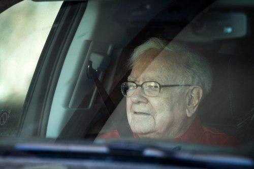 Warren Buffett And Tim Cook Snub Blockchain As Corporate Giants Embrace