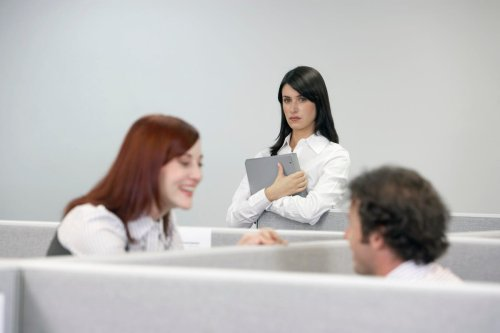 Human Relations: When Being Attractive Is An Advantage For Job Applicants—And When It Is Not