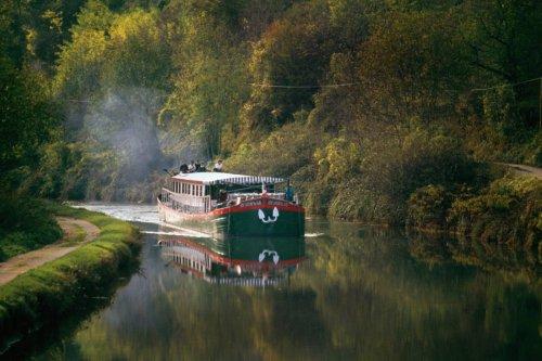 Cinq raisons de réserver un séjour à bord d'une péniche en France ! | Forbes France