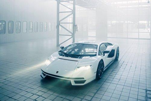 Countach LPI 800-4 : Lamborghini signe une voiture visionnaire ! - Forbes France