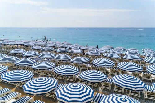 Quatre beach clubs chics sur la Côte d'Azur pour profiter des derniers jours d'été - Forbes France