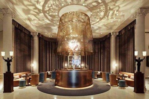 Quels nouveautés côté Luxe ? On vous emmène au Ritz, chez Jeanne, à la Samaritaine... - Forbes France