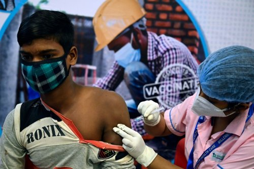 Modi's Vaccination Fumbles Leave India Behind in Race Against COVID-19