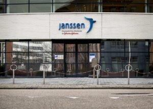 Johnson&Johnson, sospesa la distribuzione in Europa