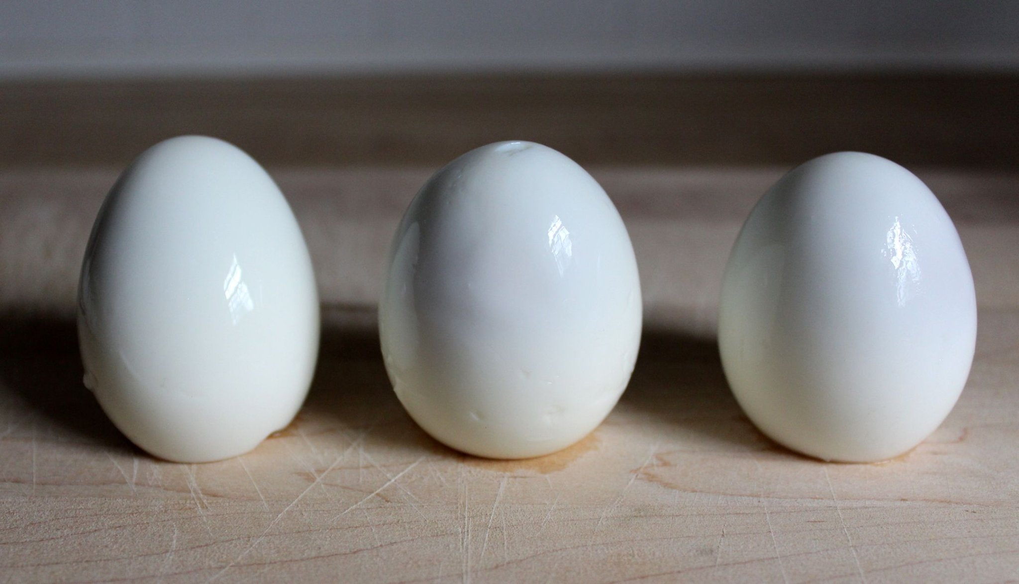 Use Vinegar To Peel Hard Boiled Eggs With Ease - Forkly