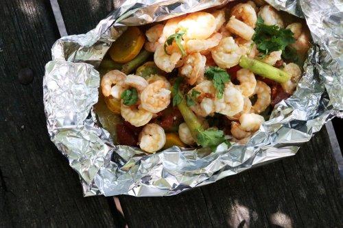 Quick And Easy Lemon Garlic Foil Packet Shrimp - Forkly