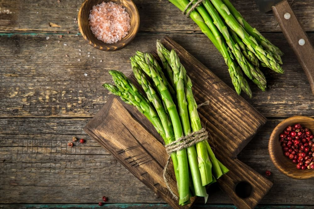 How to Pick and Store Asparagus - Forkly