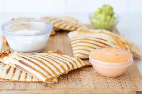 5-Ingredient Copycat Chipotle Burrito Sauce - Forkly