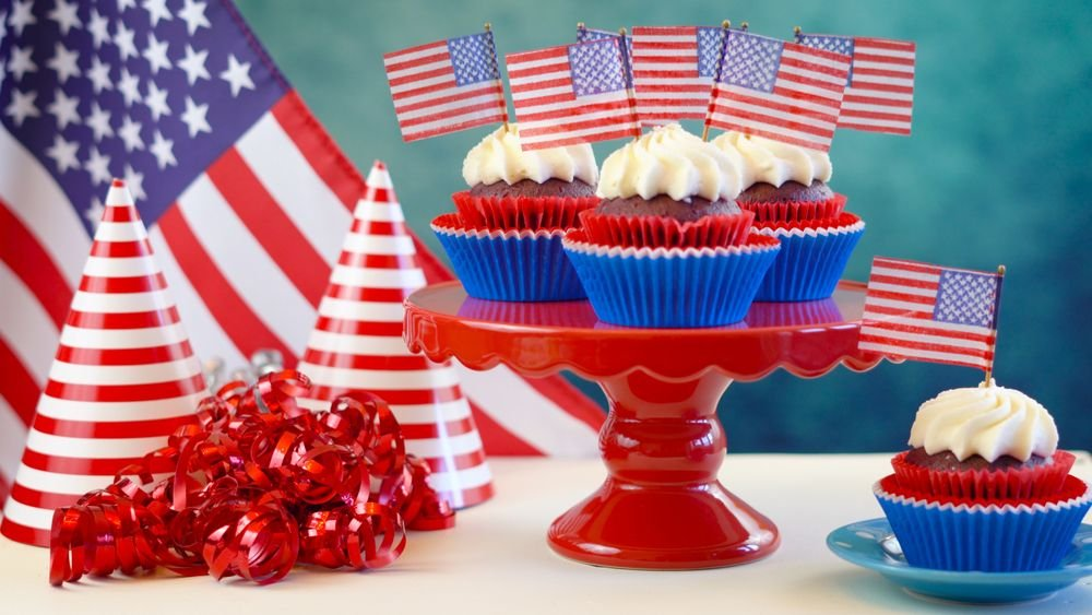 How To Throw An Epic 4th Of July Party Using Only Dollar Store Items - Forkly