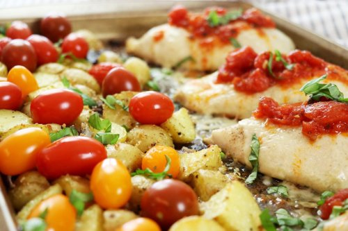 Easy Sheet Pan Bruschetta Chicken Dinner - Forkly