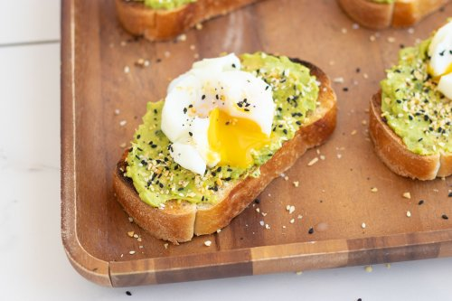 Everything But the Bagel Breakfast Avocado Toast - Forkly