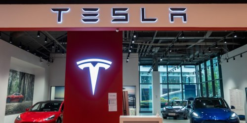 Tesla tries new trick to get around state car dealership laws