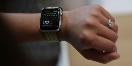 The FDA Approves the First EKG Reader for Apple Watch
