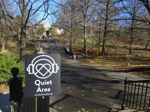 St. Louis Zoo gets signs and training to help people with sensory issues