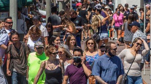 California's Huntington Beach sees many ditch coronavirus masks, doubt effectiveness, report says