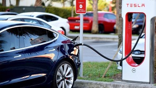 Shift to electric vehicles spurs bid to make more batteries in US
