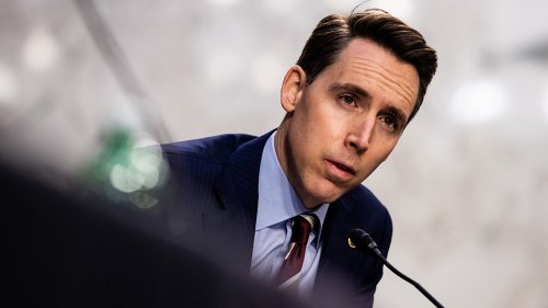 Hawley hits back at media criticizing him for selling book on Amazon: 'This is what we call a monopoly'