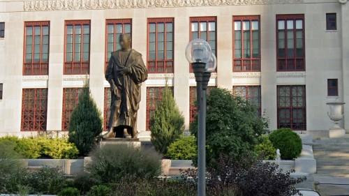 Columbus, Ohio, to remove Christopher Columbus statue