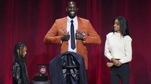 Kevin Garnett snubs former Celtics teammates during Hall of Fame speech