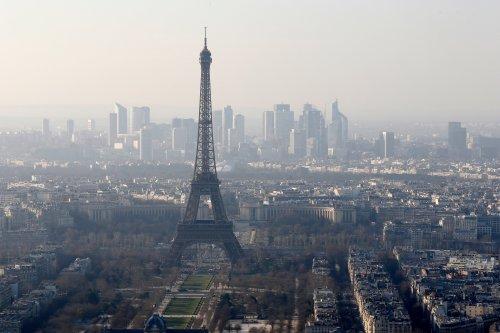 Paris shaken by major blast noise caused by fighter jet breaking sound barrier