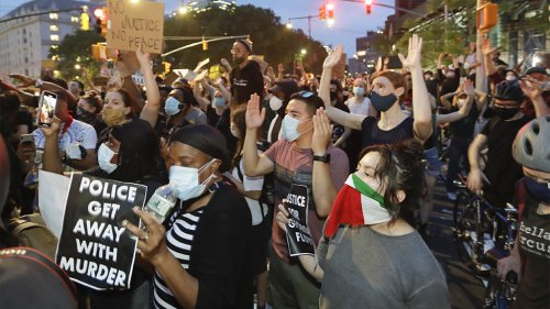 Israel, Palestine protesters clash in New York