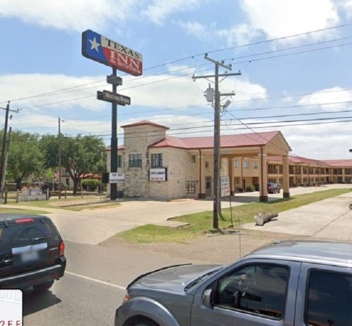 Texas police learn COVID-positive illegal immigrants sent to local hotels, after Whataburger encounter