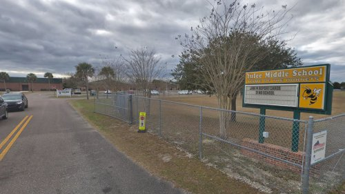 Florida 8th grade student says teacher deemed outfit too revealing: report